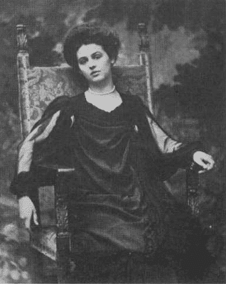 Renée_Vivien_1905